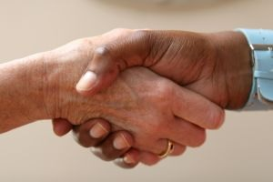 Photo of shaking hands, which symbolizes negotiating software license agreements